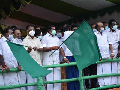 Tamil Nadu Chief Minister, Deputy Chief Minister flag off jallikattu at Alanganallur